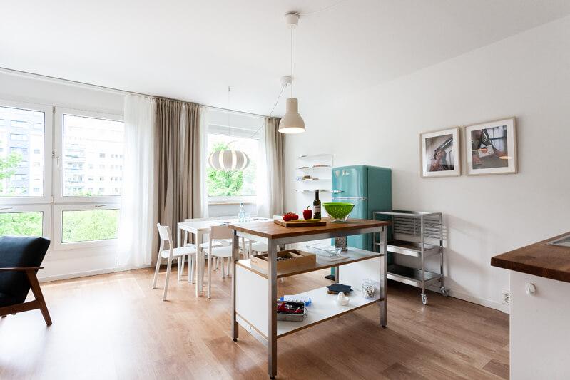 Wohnzimmer, Küche / living room, kitchen