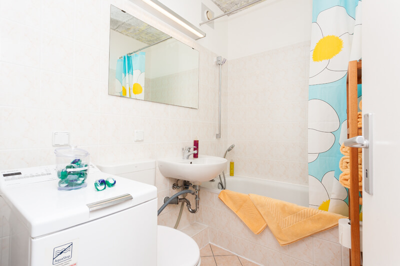 Voll ausgestattetes Badezimmer / Fully equipped bathroom