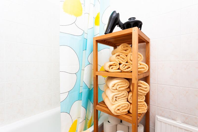 Voll ausgestattetes Badezimmer / Fully equipped bathroom