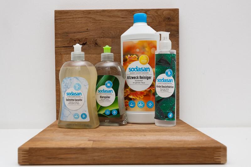 Spülmittel, Klarspüler, Allzweck-Reiniger, Desinfektionsmittel. Alles in Bio! / dish soap, rinse aid, all-purpose cleaner, disinfectant. All organic!