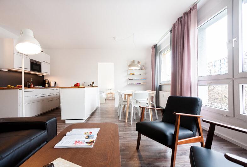Wohnzimmer & Küche / living room & kitchen