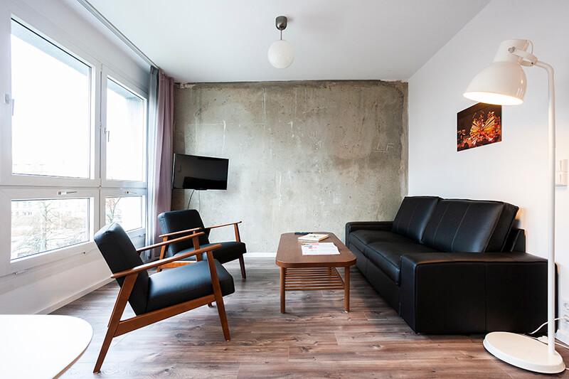 Wohnzimmer mit Fernseher / living room with tv