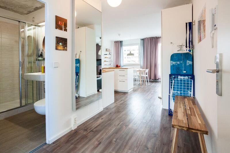 Flur / hall --- Sie erhalten vier Schlüsselpaare. Die Wohnung ist mit einem elektronischen Schloss ausgestattet. / You will get four keys. The apartment has an electric lock door system.