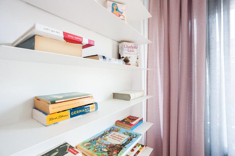 Kleines Bücherregal / small bookshelf