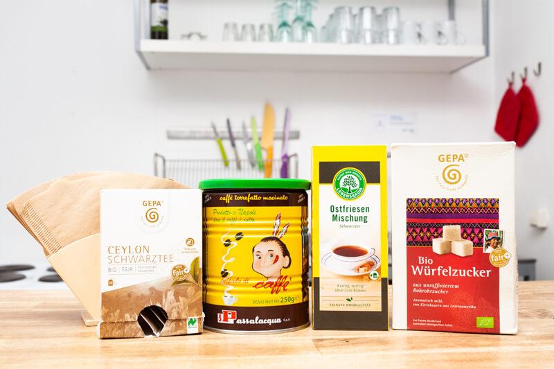 Ihr findet in der Küche Salz, Pfeffer, Kaffee, Kaffeefilter, Tee und Zucker